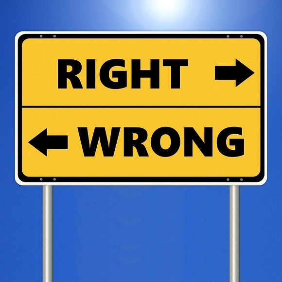 image of right and wrong road sign